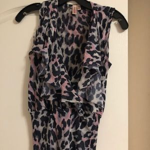 Sweet pea leopard top